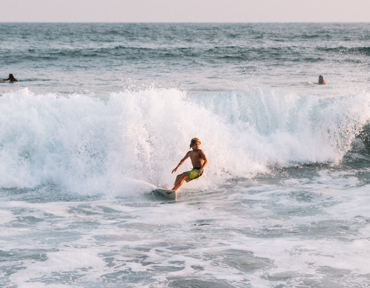 play-water-sports-to-try-surfing2