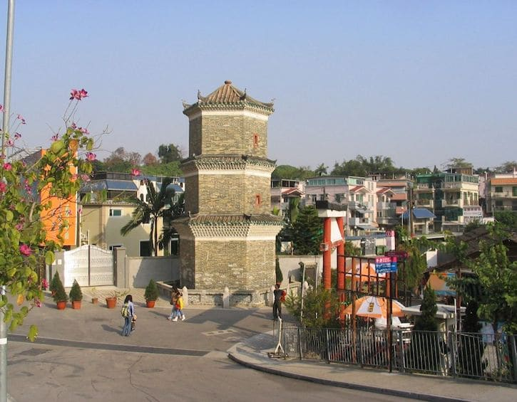 whatson family best family hikes tsui sing lao pagoda