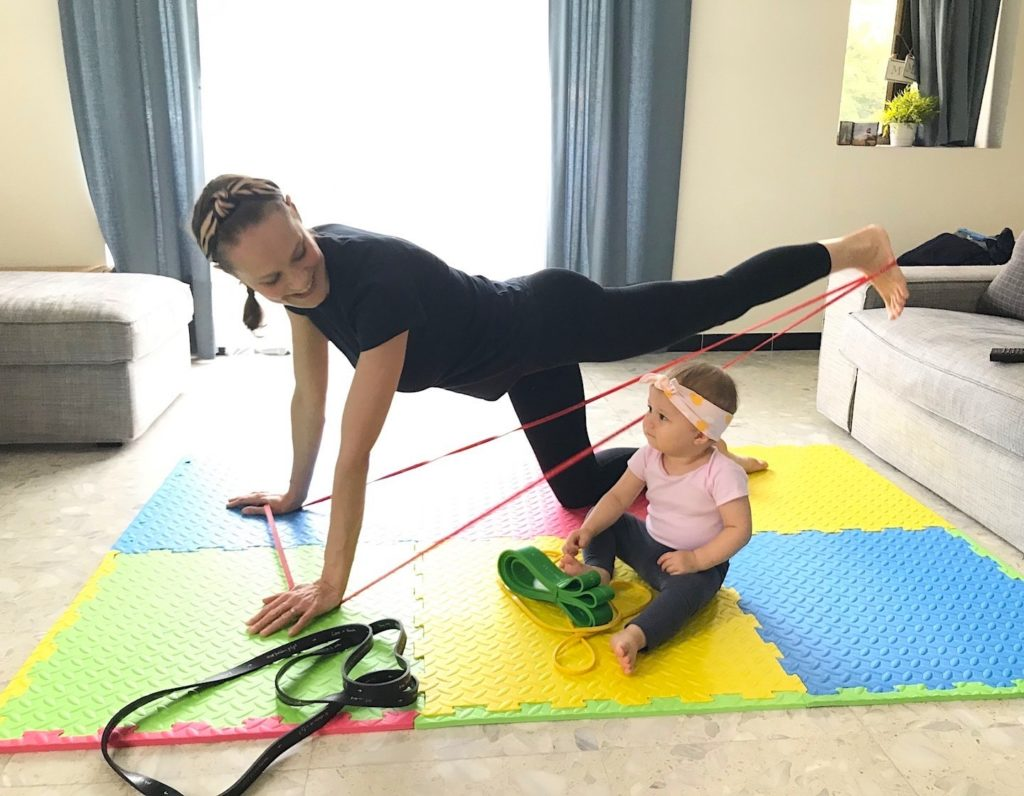 Mama using 3xbands for exercise with daughter